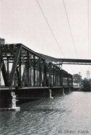 18982